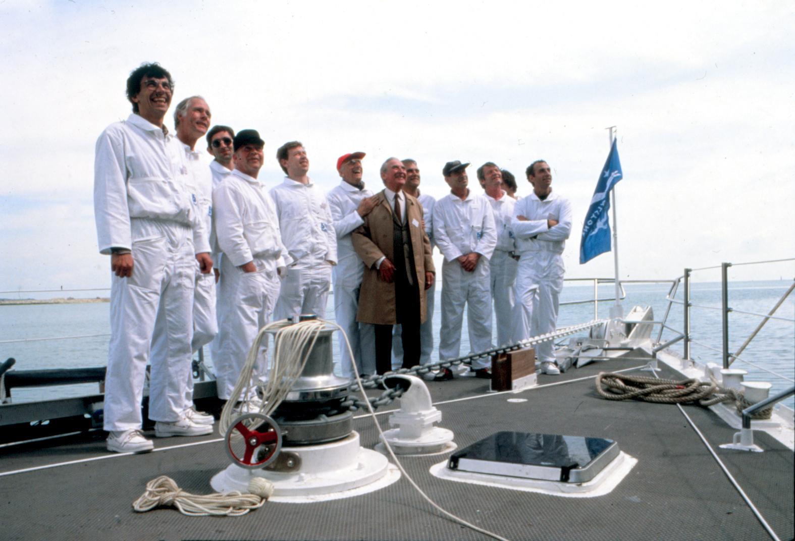 Команда Акилоны и изобретатель турбопаруса Люсьен Малавар перед открытием