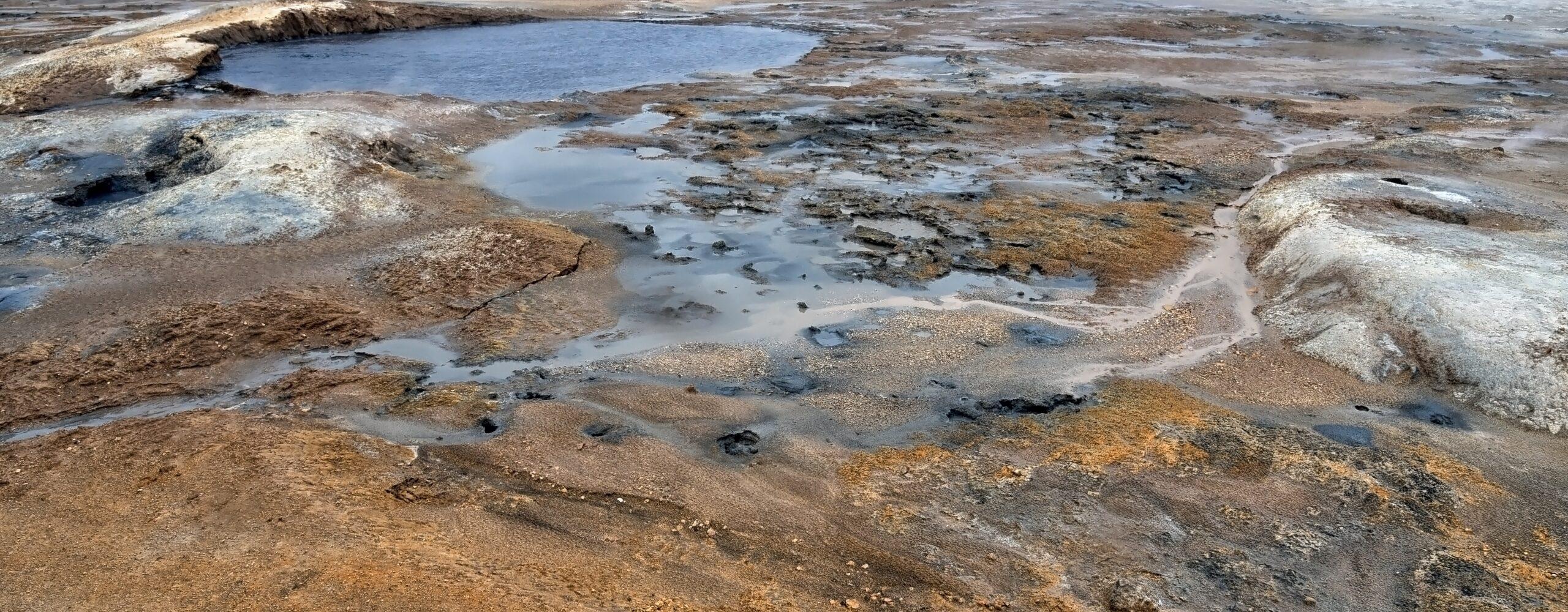 Лавовый комплекс иГеотермальная зона