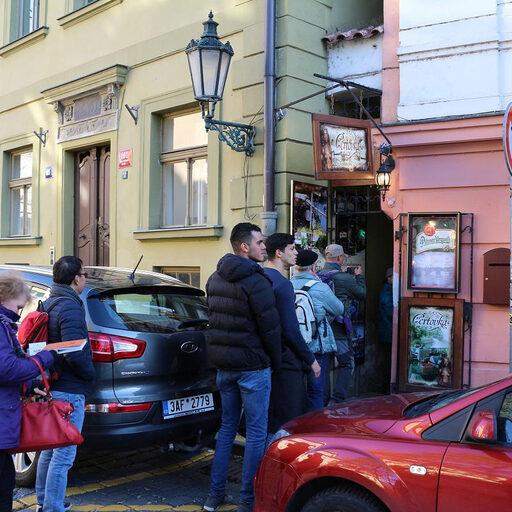 Куда ведёт самая узкая улочка Праги?