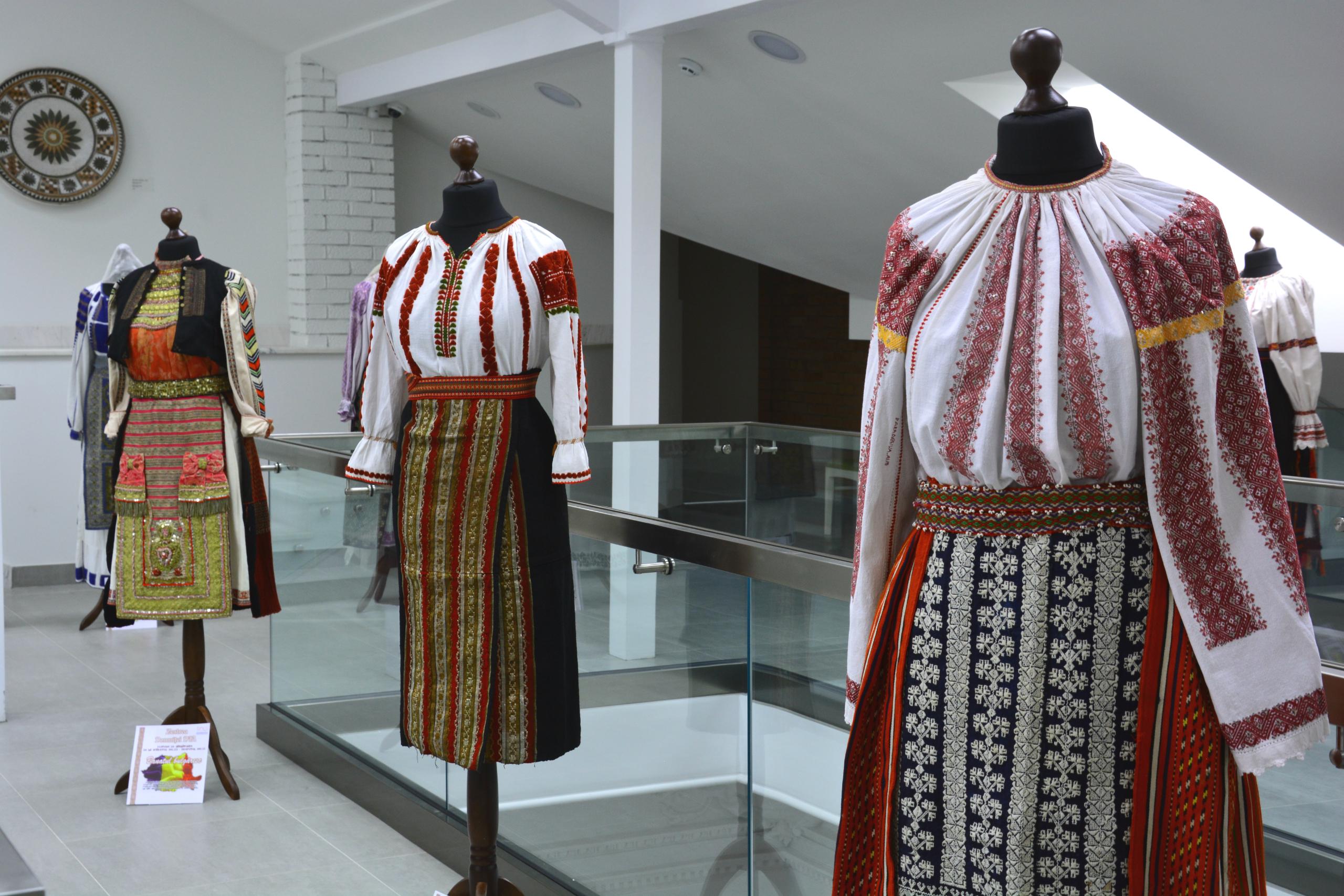 Выставка румынского костюма в Национальном музее истории Молдовы