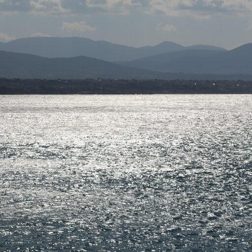 Тут просто горы и море Греции